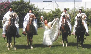 Marinera y caballos de paso